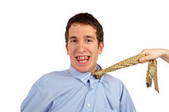 Ziehen der Krawatte stockfoto
