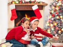 Ziehen des Weihnachtsbaums lizenzfreie stockfotografie