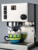 Ziehen eines Espresso-Schusses Stockbild