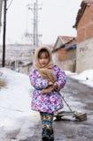 Ziehen Sie den Schlitten der chinesischen Frau Stockbilder