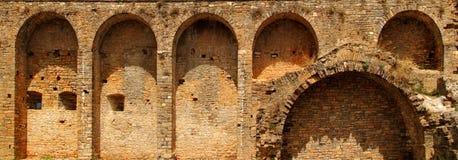 Ziehen Sie sich Fortwand im Ainsa Dorf Aragon Pyrenees zurück Stockfoto