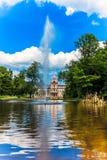 Ziehen Sie sich Park Phillipsruhe mit See in Hanau, Deutschland zurück Stockbilder