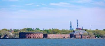 Ziehen Sie sich Williams auf Gouverneur-Inselansicht von New- Yorkhafen zurück Lizenzfreie Stockfotos