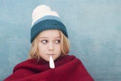Ziek tienermeisje met verwarmingspijp royalty-vrije stock afbeelding