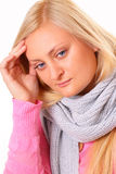 Zieke blonde vrouw met hoofdpijn Royalty-vrije Stock Afbeelding