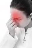 Zieke vrouw met hoofdpijn, migraine, spanning, negatief gevoel Stock Afbeelding