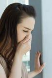 Zieke vrouw met koude of griep Royalty-vrije Stock Foto's