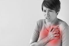 Zieke vrouw met plotselinge hartaanval Royalty-vrije Stock Afbeelding