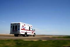 Ziekenwagen die aan een vraag antwoordt Stock Foto