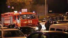 Ziekenwagen en brandweerautoauto's stock video