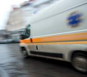 Ziekenwagen in motie royalty-vrije stock afbeelding