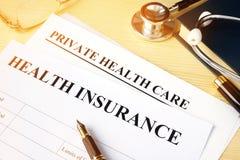 Ziektekostenverzekeringbeleid voor privé gezondheidszorg stock afbeeldingen