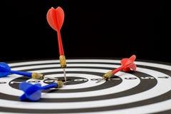 Ziel, Sieger und Ziel im Geschäftskonzept, Pfeilschnüren auf Eber Stockfoto