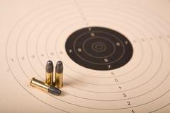 Ziel und Gewehrkugeln Lizenzfreie Stockfotografie