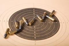 Ziel und Gewehrkugeln Stockbild