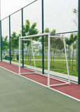 Zielbeitrag im futsal Gericht. Stockfoto