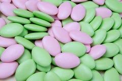 Zieleń i światło - różowi pokrytą czekoladę, Wielkanocny cukier Obrazy Royalty Free
