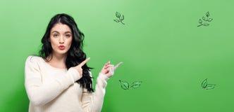 Zieleń liście z młodą kobietą obrazy royalty free