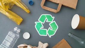 Ziele? przetwarza symbol z gospodarstwo domowe odpady na popielatym zbiory wideo