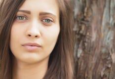 Zieleń przyglądająca się brunetka Zdjęcia Stock