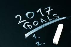 Ziele der Aufschrift 2017 es Liste gezeichnet mit Kreide auf einer Schultafeldunkelheit Lizenzfreie Stockfotos