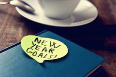 Ziele der neuen Jahre des Textes in einem Notizblock Stockbilder