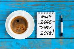 Ziele 2018 Ziele, Ziel, Träume und neues Jahr ` s Versprechen für das nächste Jahr mit Ausstreichenzahlen von 2016 und von 2017 d Stockfotos