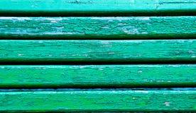 Zieleni drewnianej ławki pasiasty stary tło Zdjęcia Stock