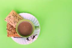 Zieleni fili?anka kawy i diety ciastka Bia?a kawa i Sakura Kawy piana ?ywienioniowa ?niadaniowa Kwitn?ca wi?nia obrazy stock