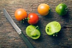 Zieleni i czerwoni pomidory Obrazy Stock