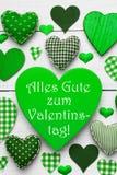 Zieleni serca tekstury, tekst Valentinstag Znaczą Szczęśliwego walentynka dzień Fotografia Royalty Free
