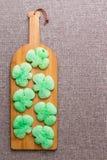Zieleni shamrock ciastka dla St Patrick dnia Zdjęcia Stock
