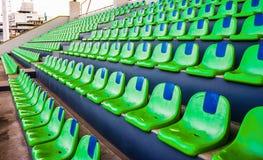 Zieleni stadium puści siedzenia Zdjęcie Royalty Free