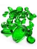 Zieleni szmaragdowi klejnotów kamieni kryształy Obrazy Stock