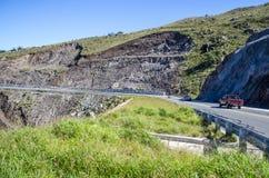Zieleni wzgórza drogowi Fotografia Stock