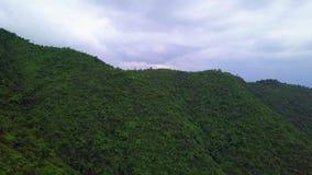 Zieleni Yilan Halni wzgórza z Luksusowym ulistnieniem w Tajwan widok z lotu ptaka zdjęcie wideo
