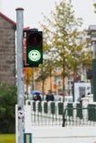 Zieleni zwyczajni światła ruchu z emoji Zdjęcie Royalty Free