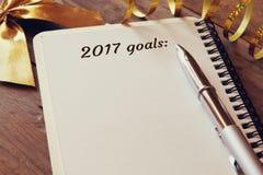 Zielliste der Draufsicht 2017 mit Notizbuch Stockfotografie