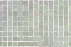 Zielona ściana tafluje porcelany mozaiki tekstury tło piękna wygodna rocznika stylu wnętrza domu dekoracja zdjęcia royalty free