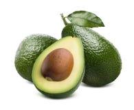 Zielona avocado i cięcia połówka odizolowywająca na białym tle Zdjęcie Royalty Free