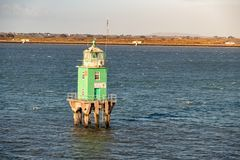 Zielona boja wierza latarnia morska przy Dublin schronieniem fotografia royalty free
