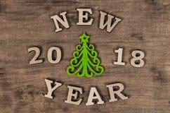 Zielona choinka i znaka nowy rok od drewnianego listu Obraz Royalty Free