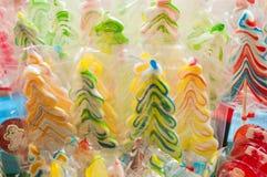 Zielona cukierek choinka i śnieg Bożenarodzeniowa dekoracja z cukierkiem Obrazy Royalty Free