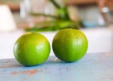 Zielona cytryna na stole Zdjęcia Stock