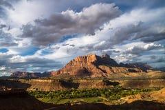 Zielona dolina, Zion góruje above Zdjęcie Royalty Free