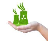 Zielona elektrowni jądrowej ikona w ręce Zdjęcie Stock