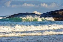 Zielona fala na diabeł plaży obraz stock
