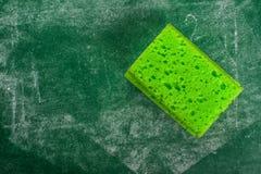 Zielona gąbka i Chalkboard szkoła, Z powrotem Obraz Royalty Free