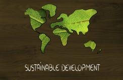 Zielona gospodarka, światowa mapa zakrywająca zielonymi liśćmi Obrazy Royalty Free
