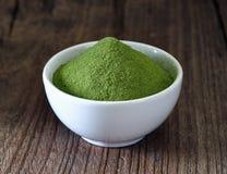 Zielona herbata proszek w filiżance obraz royalty free